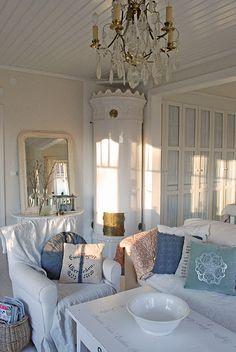Stunning Scandinavian living room of the home of the Vita Ranunkler blogger.