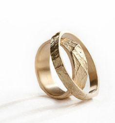 Snubní prsteny ze žlutého zlata od Hanuše Lamra, jewel, wedding ring, Zdroj: www.hanuslamr.com #czechdesign #design