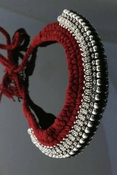 37 Beautiful Threaded Anklet Designs – Love Your Ankle Wholesale Silver Jewelry, Silver Jewellery Indian, Indian Bangles, Thread Jewellery, Fabric Jewelry, Jewelry Ads, Diy Jewellery, Jewellery Shops, Anklet Designs
