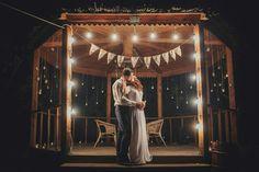 Ночная фотосессия в беседке, окруженной лесом. Для декора были использованы десятки свеч и ретро-гирлянда. #mylovewed #рустик #свадьбавстилерустик #свадебныйдекор #оформлениесвадьбы #декоратор