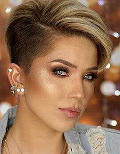 Grosser Schnitt Source By - Hair Beauty Super Short Hair, Short Brown Hair, Short Hair With Layers, Short Hair Cuts For Women, Short Hair Styles, Funky Short Hair, Short Shaved Hairstyles, Short Hair Undercut, Short Pixie Haircuts
