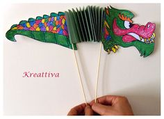 drago cinese di carta per lavoretto creativo con bambini Chinese New Year Crafts For Kids, Chinese New Year Dragon, New Year's Crafts, Kids Crafts, Dragon Puppet, Puppets For Kids, Asia, New Year Card, Cool Kids