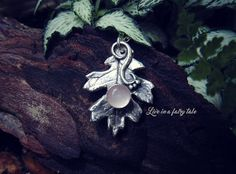 Artisan silver leaf  botanical jewelry  di liveinafairytale #leaf #leafnecklace #botanical #natural #pagan #wicca #wiccan #witch #pinkquartz #handcraftedjewelry