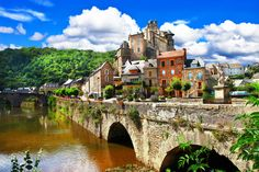 Estaing+-one+of+the+most+beautiful+villages+of+France