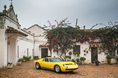 Lamborghini Miura and six other Bulls drove 600 km from Madrid to Lora del Rio to meet the Miura family on their farm. Lamborghini Miura, Andalusia, Spain Travel, Time Travel, Super Cars, Madrid, Old Things, Classic, Corner