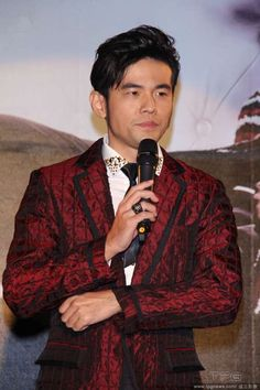 "(Xin Msn) When Jay Chou appeared at the press conference for his new album ""Aiyo, No Bad"", he was bombarded with questions about his marriage plan. As the lone child in the family, Jay said that he wanted to have five children so that they might form a band.  He'd like to let his kids learn piano so that they could compose for him."