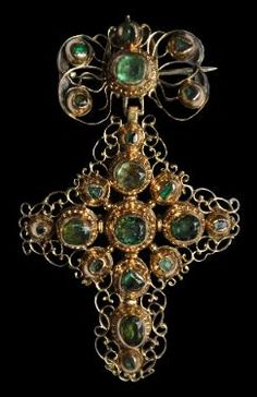 Gold Filigree Bow Cross Pendant with Columbian Emeralds Portugal or South America, mid 1600's