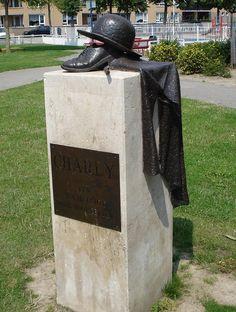 Charly was een bekende Rotterdammer uit Rotterdam Noord. Hij liep altijd verkleed als Charlie Chaplin over straat. Hij maakte ook reclame voor de plaatselijke middenstand door met sandwich borden over straat te lopen.