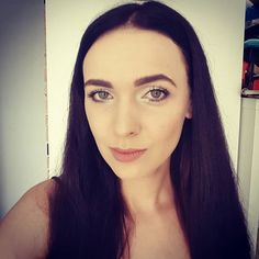 Macie takie dni gdy czujecie się piękne? Ja mam taki dzień dzisiaj   nowy kolor włosów  pełen makijaż  pomalowane paznokcie Dawno już nie miałam na sobie czegoś innego niż piżama lub dres  Życzę Wam cudnego dnia!  #polishgirl #brunette #greeneyes #instamama #instamatka #polska #poland #polskamama #poznan #poznań #mamakakaludka #kakaludek #sephora #goldenrose #smashbox #makeup #makeupaddict #motd