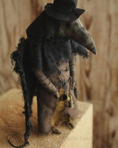Чумной доктор. Нашёл дом  Plague doctor adopted  #textileheartdoll #irinasayfiydinova #textileheart #plaguedoctor #raven #arttoy #creepycutedoll #horrordoll #darkangel #demon #чумнойдоктор #страшныекуклы #чердачныемонстрыtextileheart
