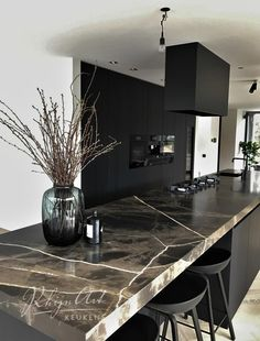 Projects RhijnArt kitchens by Kesteren idesdecuisinemoderne Rustic Kitchen Design, Home Decor Kitchen, Interior Design Kitchen, Home Kitchens, Luxury Kitchen Design, Contemporary Kitchen Design, Kitchen Modern, Black Kitchens, Modern Design