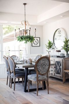 Stylish 45 Enchanting French Country Dining Room Design Ideas You Must Have Dining Room Design, Dining Room Furniture, Dining Room Table, Dinning Room Ideas, Dining Area, French Country Dining Room, French Country Decorating, French Dining Chairs, Cottage Decorating