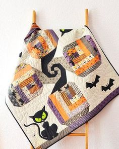 Bad Kitty in the Pumpkin Patch Table Topper Pattern by easypatchwork Halloween Quilt Patterns, Halloween Quilts, Halloween Projects, Halloween Table, Table Topper Patterns, Quilted Table Toppers, Quilted Table Runners, Quilting Projects, Quilting Designs