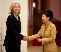 Christine+Lagarde+Christine+Lagarde+Visits+PXeV51pv2Jox.jpg (1024×865)