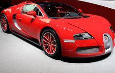 Bugatti in beautiful red! What do you think to those rims? Check it out and get your own poster by hitting the image. #spon #Bugatti