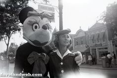 17 Horrifying Vintage Pictures of Disneyland Characters | Mental Floss
