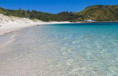 Arraial do Cabo é um destino no Estado do Rio de Janeiro que voltou a ser o queridinho dos viajantes. Veja aqui descrição das melhores praias.