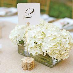 décoration de table élégante et chic, marque place à base de bouchon de liège