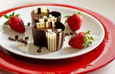 Chocolate Pot : A delicious chocolate cream with a hint of coffee. Chocolate Pots Recipe, Chocolate Treats, Chocolate Lovers, Chocolate Cups, Decadent Chocolate, Chocolate Coffee, Delicious Chocolate, Valentines Day Food, Coffee Recipes
