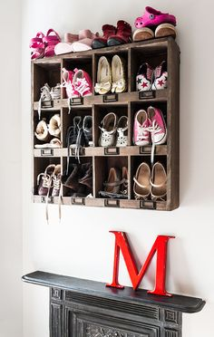 Control The Shoe Chaos In Your Home With 47 These Smart Shoe Storage Ideas. Because I have the best shoe storage ideas you! Wooden Pallet Shelves, Diy Wall Shelves, Hanging Shelves, Wooden Pallets, Wooden Diy, Wooden Shoe, Shoe Cubby, Closet Shoe Storage, Diy Shoe Rack
