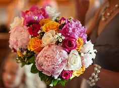 Bridesmaid bouquets with peonies