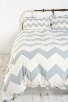 grey and white chevron bedding?! Soo cool.