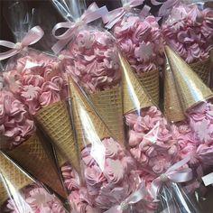 "13.9 mil Me gusta, 106 comentarios - Por Any de Lucca (@cakes_ideas_videos) en Instagram: ""Suspirinhos !! @Regrann from @joypatisserierj - Mais sorvetinhos hoje... ❤️#icecream #candy…"""
