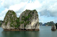 Les pitons calcaires et eaux émeraude de la baie d'Halong