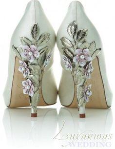 Luxurious Wedding Style Report by Luxurious Wedding .com - International Bridal Luxury: Jewelled Bridal Shoes