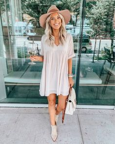 Shop Your Screenshots™ with LIKEtoKNOW.it, a shopping discovery app that allows you to instantly shop your favorite influencer pics across social media and the mobile web. Outfits With Hats, Casual Outfits, Cute Outfits, Boho Fashion, Autumn Fashion, Fashion Outfits, Spring Summer Fashion, Spring Outfits, Summer Wear
