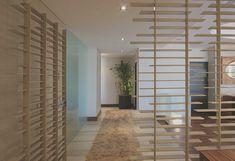 6c172a75457 raumteiler-Inspiration aus holzlatten für moderne raumtrennung in weiß Door  Wall