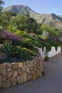 Mediterranean Garden / Grace Design Associates