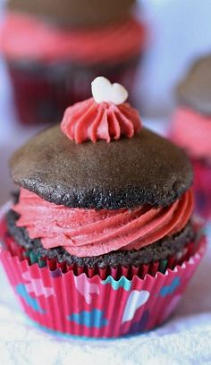 Cookies and Cups Whoopie Pie Cupcakes with Red Velvet Frosting