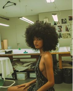 Paris beautiful 🔥 special thanks ♥️ Black Girls Hairstyles, Afro Hairstyles, Curly Hair Styles, Natural Hair Styles, Black Girl Aesthetic, Natural Hair Inspiration, Brown Skin, Poses, Beautiful Black Women