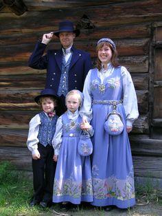 Traditional Norwegian folk costumes - Page 4 Folk Costume, Costume Dress, Folklore, Norway Oslo, Costumes Around The World, Folk Clothing, Thinking Day, World Cultures, Ethnic Fashion