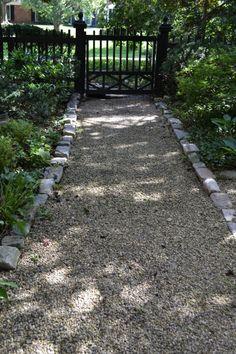 styleblueprint gardenpath 2013 09 07 6 DIY: Your Beautiful Garden Path Awaits Pallet Landscaping Ideas, Home Landscaping, Front Yard Landscaping, Walkway Ideas, Pergola Ideas, Diy Pergola, Pergola Kits, Gravel Walkway, Pea Gravel