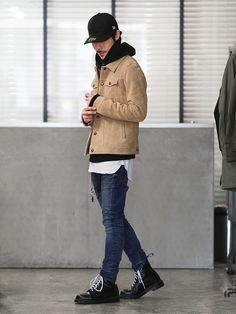 LOUNGE LIZARDのライダースジャケット「COW SPLIT LEATHER トラッカージャケット」を使ったSessionLoungeLizard(LOUNGE LIZARD)のコーディネートです。WEARはモデル・俳優・ショップスタッフなどの着こなしをチェックできるファッションコーディネートサイトです。
