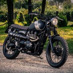 dropmotoFriday night Triumph Scrambler shared with us by @aloscafe. The simplest…