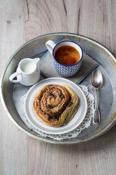 Cinnamon rolls con tahini e datteri - Marzia Fine Dining Sweet Bakery, Tahini, Cinnamon Rolls, Fine Dining, Fun Desserts, Dates, French Toast, Breakfast, Food