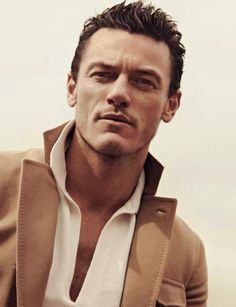 A page for describing Creator: Luke Evans. Luke George Evans (born 15 April 1979 in Pontypool) is a Welsh film and theatre actor. Hot Actors, Actors & Actresses, Short Hair Man, Raining Men, Attractive Men, Man Crush, Gorgeous Men, Beautiful People, Celebrity Crush