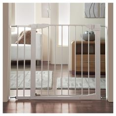 Munchkin Auto Close Metal 29.5 - 46.1 Baby Gate, White