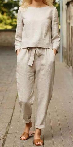 Fashion Pants, Boho Fashion, Fashion Outfits, Street Fashion, Tokyo Street Style, Casual Day Dresses, Trouser Suits, Trousers, Fashion Over 50