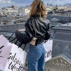 10 French Styling Tips You Have To Try French Capsule Wardrobe, Capsule Wardrobe Essentials, Parisienne Style, French Outfit, Fashion Capsule, French Girls, Photo Poses, Get The Look, Paris Fashion