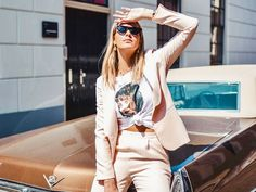 Discover how to knot a shirt and button-down like a street style star and where to find the best shirts to tie up. Star Fashion, Retro Fashion, Girl Fashion, Womens Fashion, Fashion Design, Fashion Killa, Fashion Tips, Fashion Trends, Knotted Shirt