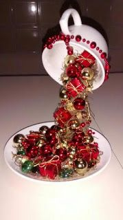 17 Amazing Christmas Decorations with Ornaments from Cups, Ideas Our Creativity . - 17 Amazing Christmas decorations with ornaments from cups, ideas that stimulate our creativity - Christmas Tea, Simple Christmas, Christmas Wreaths, Christmas Ornaments, Christmas Cover, Handmade Christmas, Beautiful Christmas Decorations, Christmas Centerpieces, Xmas Decorations