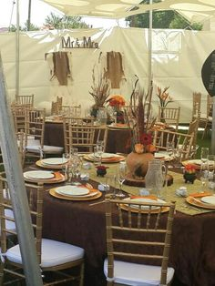 Table setup African Wedding Cakes, African Wedding Theme, Wedding Themes, African Weddings, Zulu Traditional Wedding, Traditional Decor, Traditional Cakes, Zulu Wedding, Chic Wedding