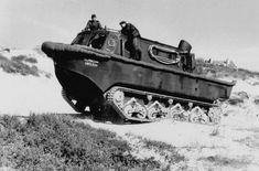Panzerserra Bunker- Military Scale Models in scale: Landwasserschlepper LWS - amphibious tractor with EMC sea mines - case report Panzer Iv, Bunker, Amphibious Vehicle, Ww2 Pictures, Model Tanks, Ww2 Tanks, Big Guns, Military Equipment, Armored Vehicles