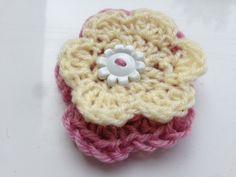 Yellow Wool Brooch, Pink Yarn Brooch, Pink Wool Brooch, Crocheted Flowers, Flower Brooch, Flower Jewellery, Flower Pin, Yellow and Pink Pin