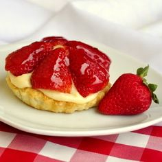 Inspired by the famous Tim Horton's Strawberry Tim Tarts from decades ago, these dessert tarts are sure to hit a nostalgic note; Just Desserts, Delicious Desserts, Dessert Recipes, Yummy Food, Dessert Tarts, Tart Recipes, Fruit Recipes, Dessert Ideas, Scones