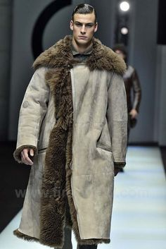 Want 🔥🎁 Dapper Gentleman, Gentleman Style, Fur Fashion, Mens Fashion, Fashion Outfits, Winter Dressing For Men, Sheepskin Jacket, Mens Fur, Leather Coats